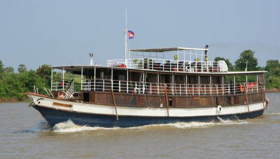 toum tiou cruise 7