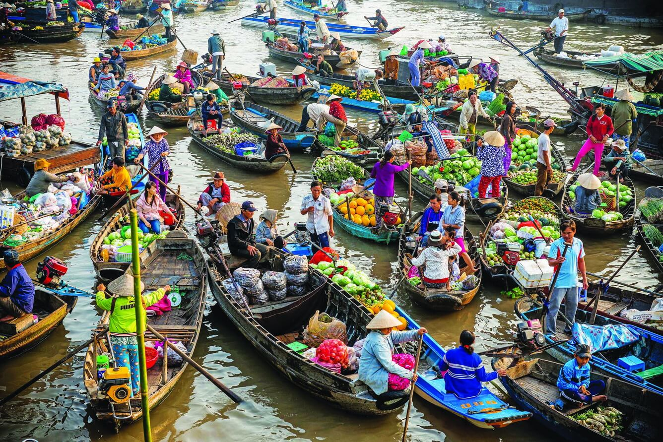 floating markets in Mekong Delta 1