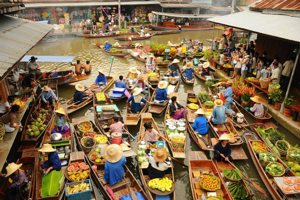 floating markets in Mekong Delta 2